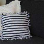 Как превратить надоевшую футболку в прикольную подушку для декора интерьера