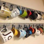 Как смастерить удобный держатель для чашек и кружек в кухонном шкафчике
