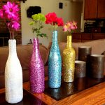 Как сделать яркую вазу из любой бутылки с помощью объемного декора шпатлевкой