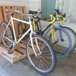 Как из пары поддонов смастерить парковку для велосипедов во дворе