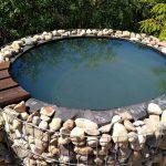 Как превратить покрышку от Камаза в мини-бассейн на даче с отделкой из камня и гальки