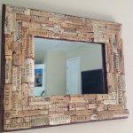 Как сделать декоративную раму для зеркала из винных пробок и термоклея