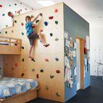 Как смастерить стенку для скалолазания ребенку в домашних условиях