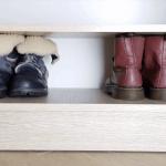 Как хранить обувь в самодельных отсеках, не тратясь на дорогие органайзеры