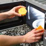 Как без специальных средств очистить микроволновку от жира