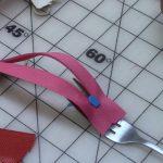 Как с помощью вилки вернуть соскочивший с молнии бегунок