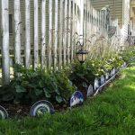 20 вариантов поделок для сада из старых вещей