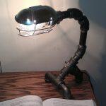 Настольная лампа из водопроводных труб для любителей стиля стимпанк