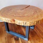 Делаем небольшой столик из профильной трубы и спила дерева