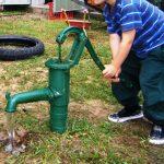 Как своими руками превратить пластиковые трубы в ручной насос для воды на дачу