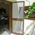 Как своими руками сделать входную дверь с москитной сеткой