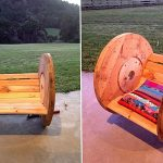 Удобный стул для дачи из деревянной кабельной катушки