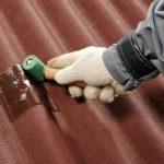 Простые способы отреставрировать шифер на крыше