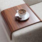 4 столика на подлокотники мягкой мебели, которые можно сделать своими руками