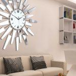 Настенные часы в комнате отдыха