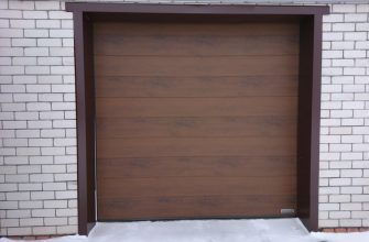 Что установить в гараж - рольставни или секционные ворота