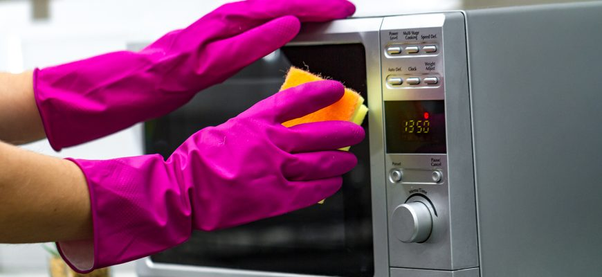 Как быстро и качественно почистить микроволновую печь